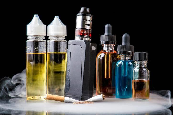 les cigarettes électroniques restent largement moins dangereuses que les cigarettes classiques